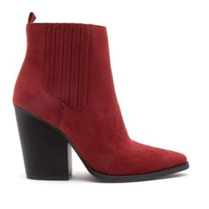 Qupid adobe Red faux suede Slay booties. NWT 8